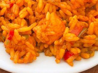 Arroz al curry con pollo y verduras
