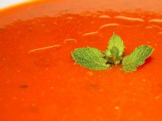 Sopa de tomate fría