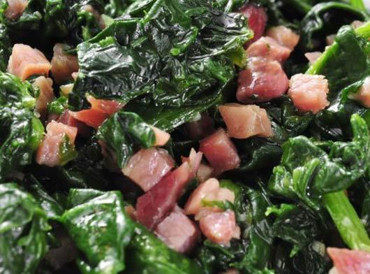 Espinacas con bechamel y bacon