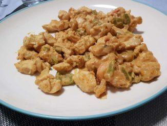 Pechugas de pollo con salsa de cacahuetes